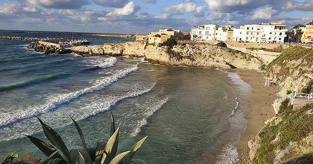 Pueblos de costa con playa cerca de Palermo